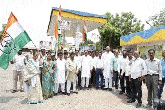 Congress workers of Jabalpur Cantt Assembly protest petrol price hike