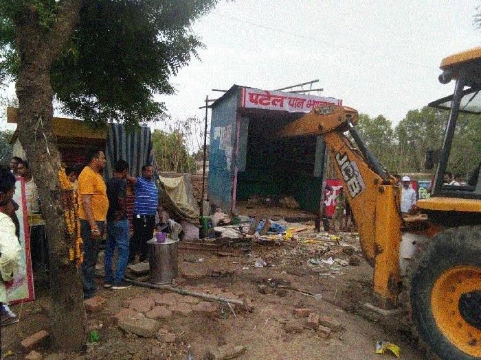JMC removes encroachers in Maharajpur area