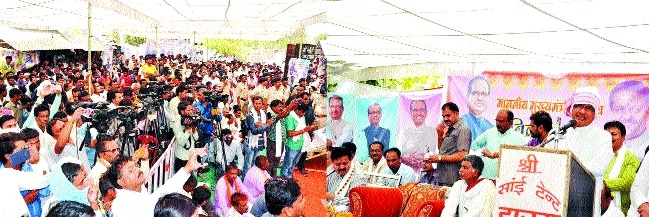 CM holds direct dialogue with villagers during Vikas Yatra