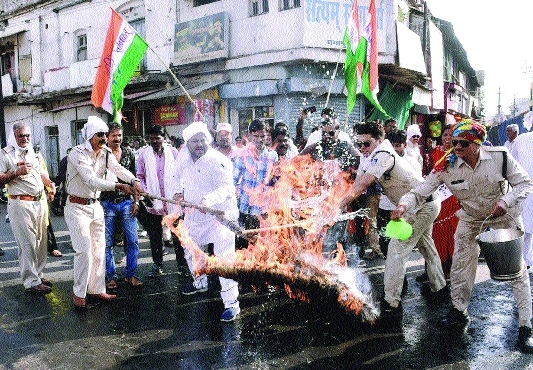 Congress protests petrol price hike