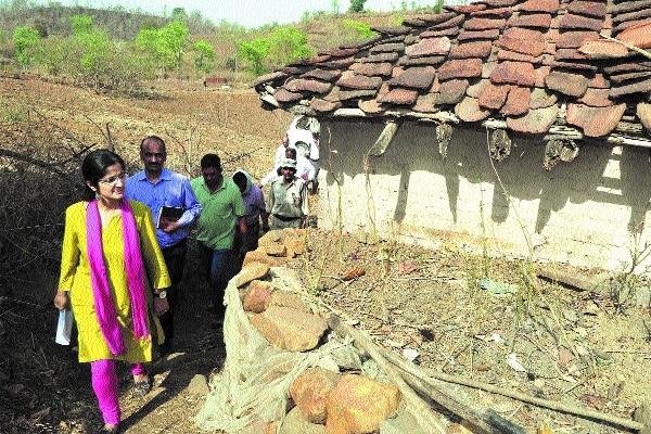 Collector Bhardwaj inspects Kundum village