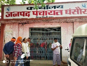 Angered with water crisis, people lock up Janpad officials
