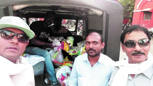 MPPCB, JMC officials seize plastic carry bags from shops during drive