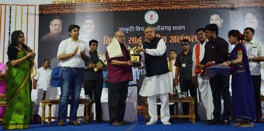 Shyam Benegal, Manoj Verma receive Kishore Sahu Memorial National Award