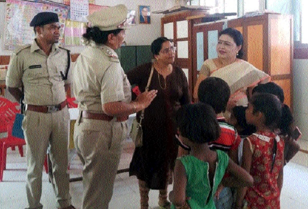Prabha Dubey visits Raipur Central Jail and Child Homes, interacts with children