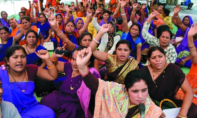 ASHA, USHA workers stage sit-in for 6-point demands at Neelam Park