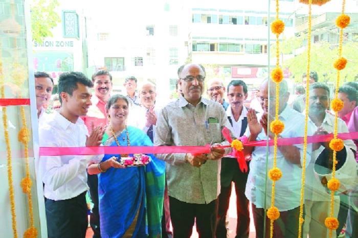 Shreekant Electronics' new Mobile Shoppe inaugurated