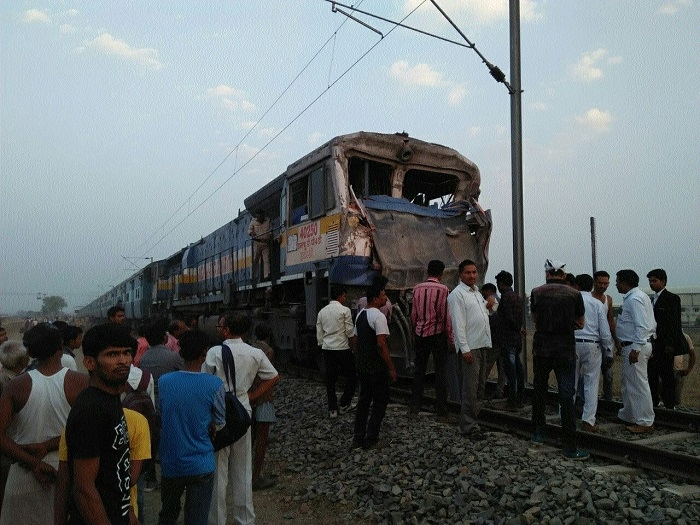 Chirmiri-Rewa train collides with truck at crossing, 2 hurt