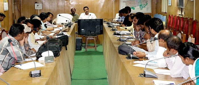 Collector Abhay Verma reviews School Edn Campaign