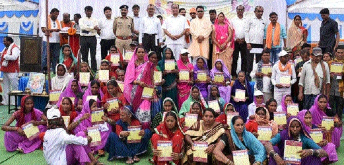Speaker distributes house certificates to 15 beneficiaries