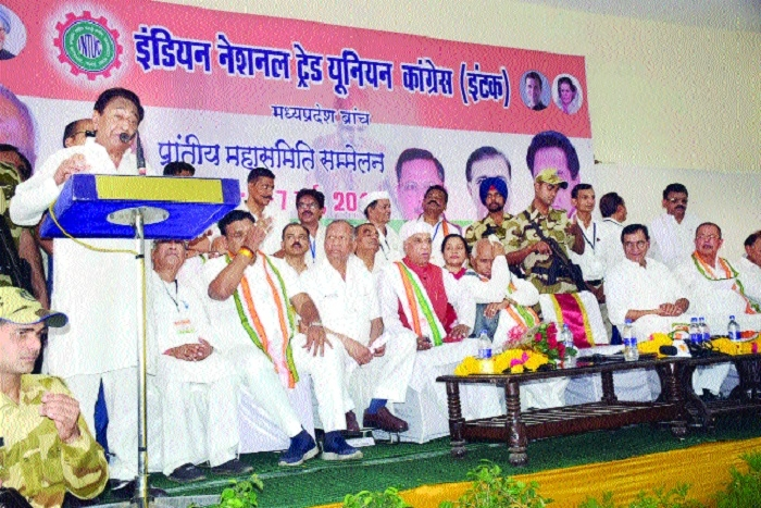 Kamal Nath participates in labourers' convention