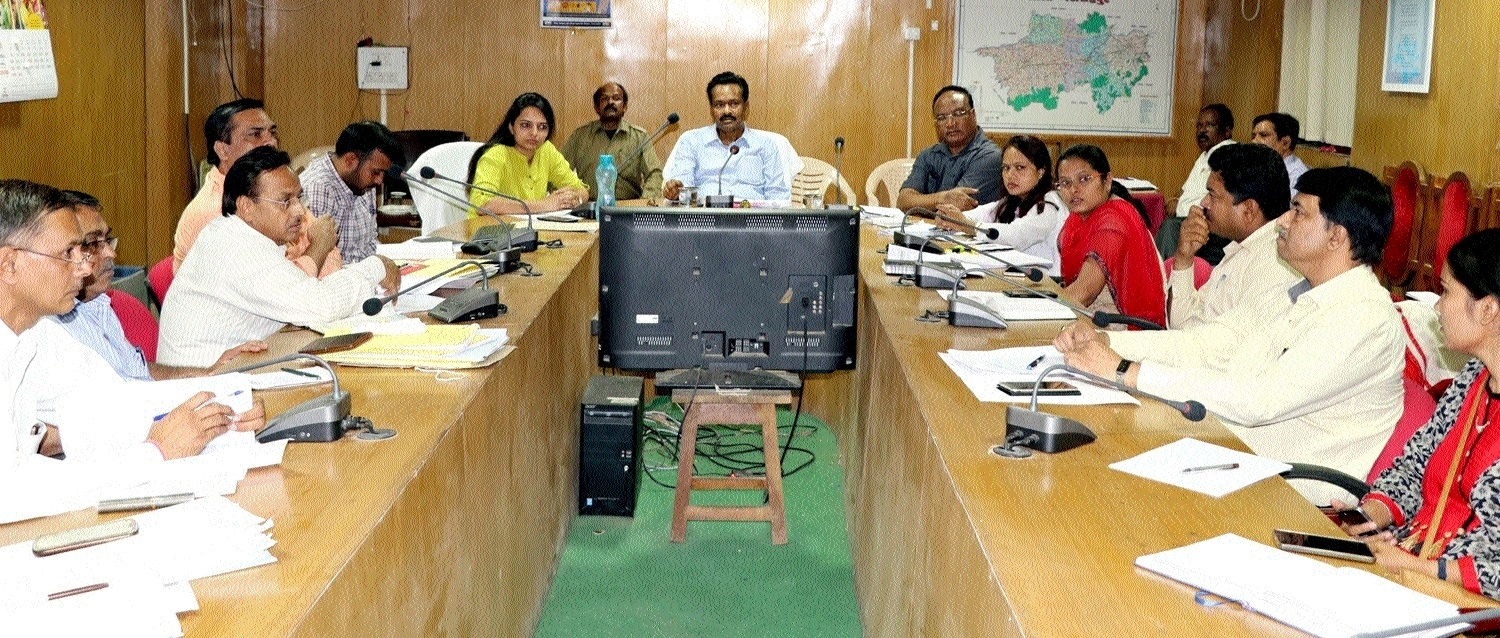 Narsinghpur Collector reviews Revenue Deptt works