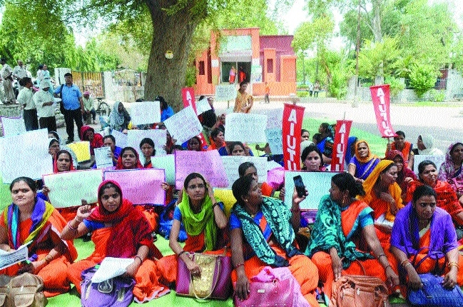 Asha, Usha, Sahyogini workers demonstrate for long-standing demands
