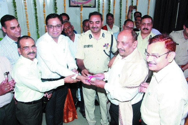 Warm farewell accorded to Divisional Commnr Shrivastava on retirement