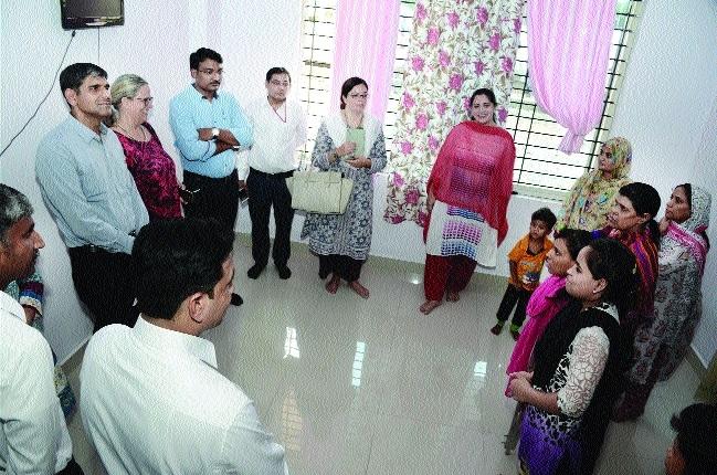 World Bank team visits shelter home