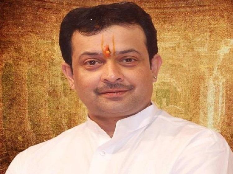 Bhaiyyuji Maharaj's last rites performed in Indore