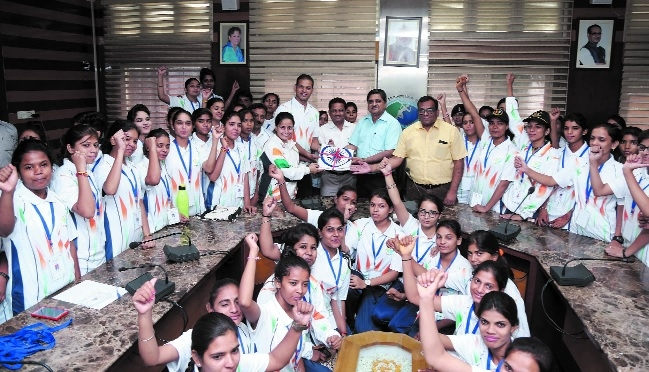72 girls leave for experience tour of India-Bhutan Intl Border