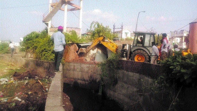 Encroachment removed from nullah in Bawadiya Kalan