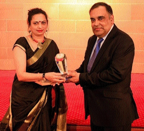 'John Gilchrist Award' to Geeta Sharma for promoting Hindi in UK