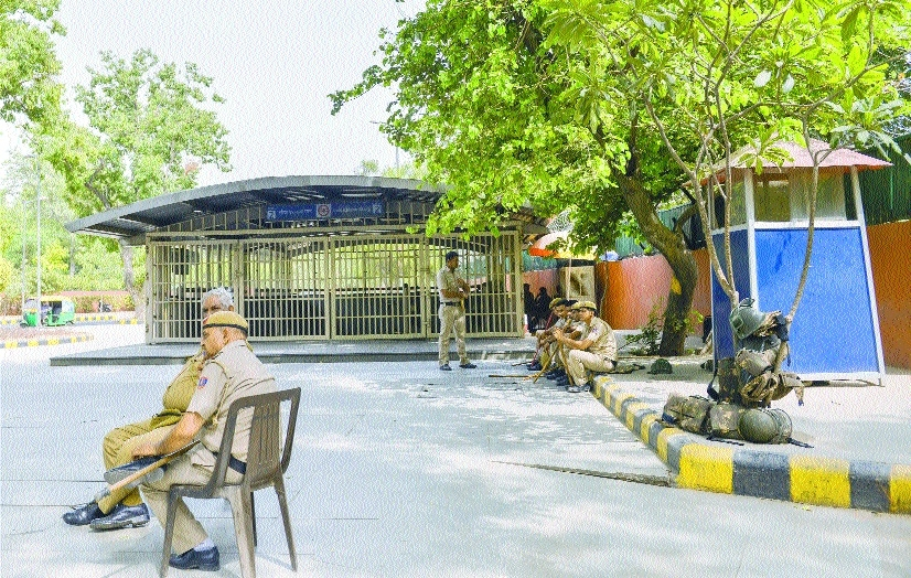 Delhi-Centre deadlock continues; IAS officers rebut claim of strike