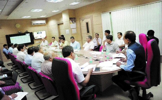CM reviews major development projects in Pragati Online