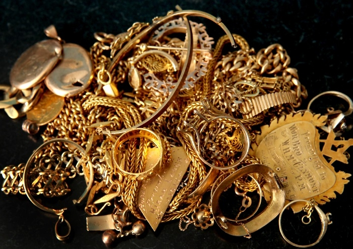 'Falling rupee, higher prices to impact jewellery in short-term'