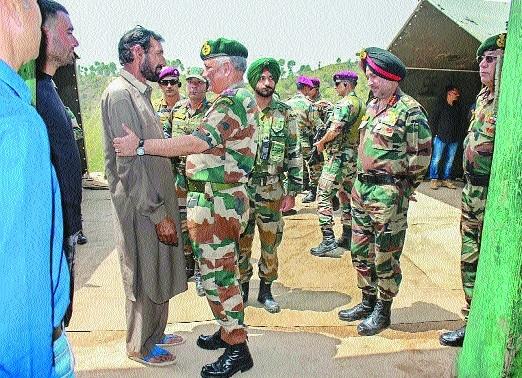 Army Chief meets family of slain Rifleman Aurangzeb