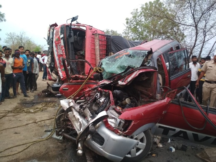 11 killed in car-truck collision