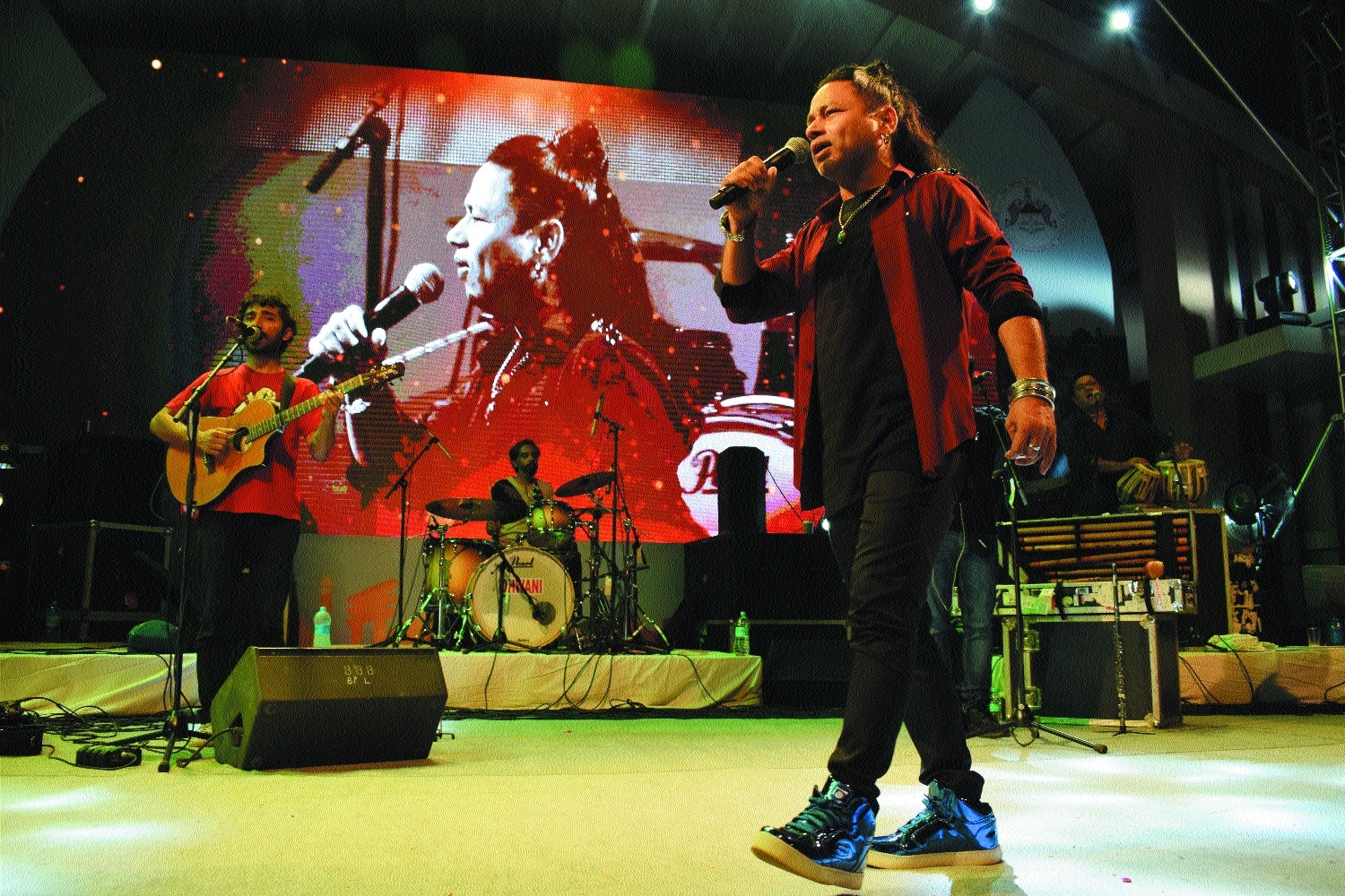 Kailash Kher's magical performance enthralls all at Ravindra Bhawan