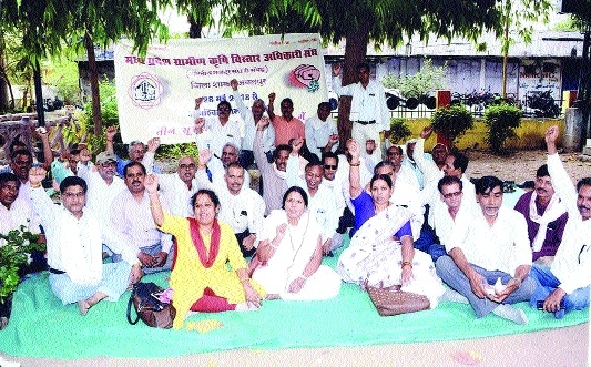 Rural Agriculture Extension Officers' Assn protest for demands