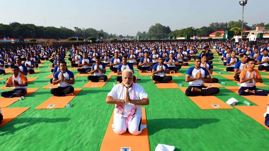 Yoga unifying force in strife-torn world: PM