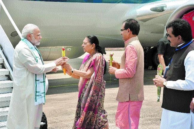 PM Narendra Modi accorded warm welcome at Bhopal