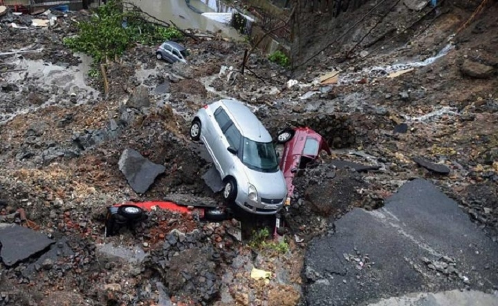 20 cars buried as road caves in after heavy rains in Mumbai