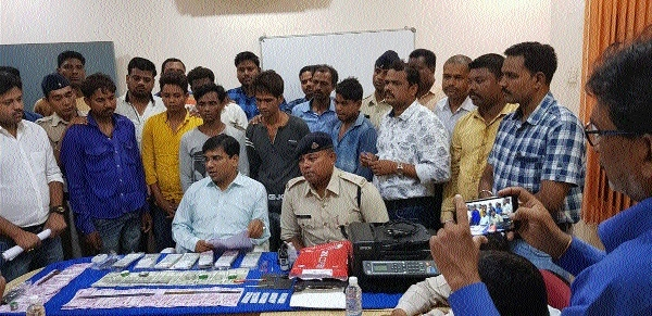 Seven arrested with counterfeit notes