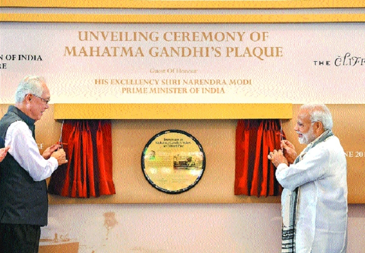 Modi unveils Gandhi's plaque with ex-Singapore PM