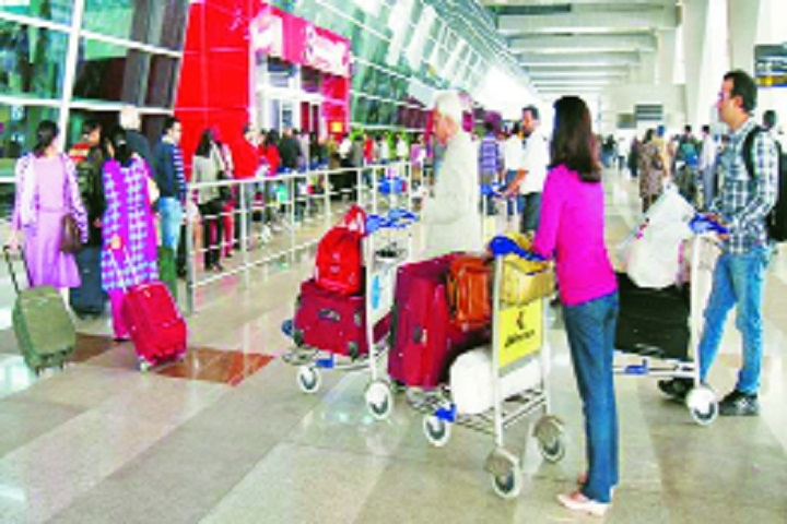 Baggage mishandling dropped by 70 per cent since 2007: Report