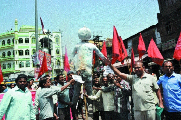 Fuel price hike: CPI activists stage protest, burn effigy