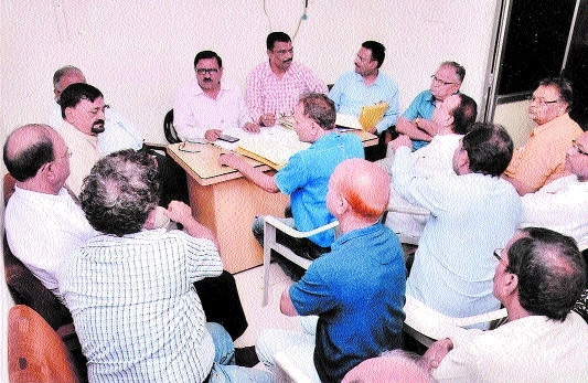 Election Officer chairs meet of Jabalpur Club participants