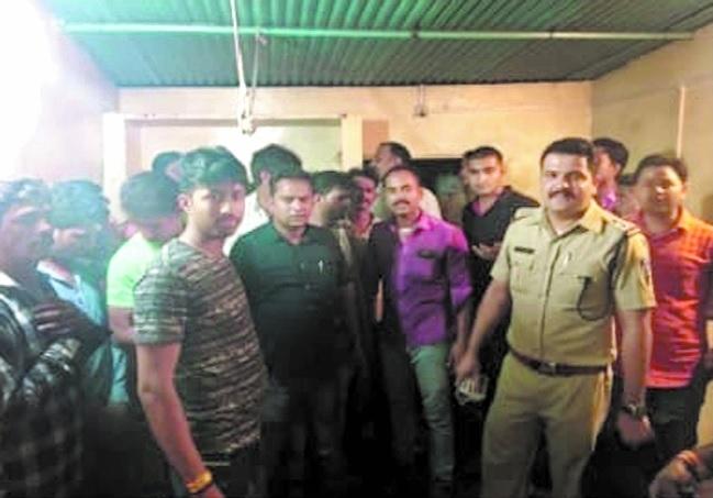 Police raid gambling den, 22 apprehended
