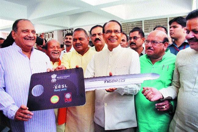 CM inaugurates solar-run electric car