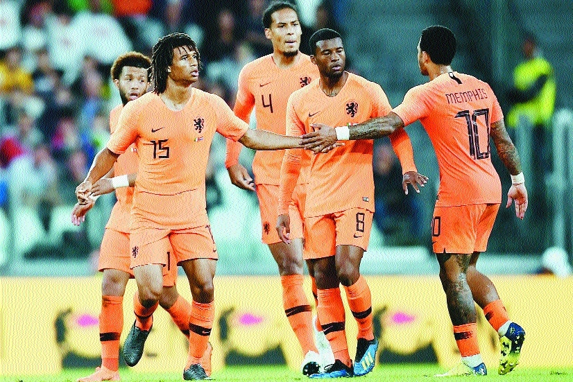 Ake strike gives Dutch draw