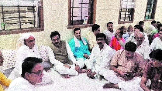Rakesh Singh pays visit to Bhargava family