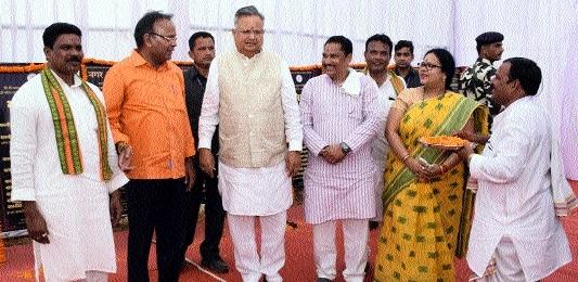 CM dedicates devpt works worth Rs 100 cr