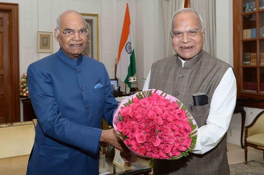 T N Governor Banwarilal Purohit offers bouquet to President Ram Nath Kovind  Rashtrapati Bhavan