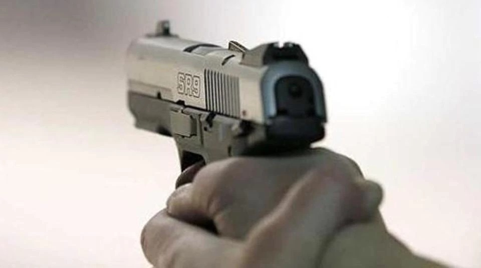 Goons open fire at Pune-bound pvt bus driver in Waddhamna