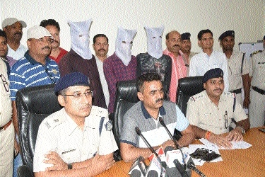 3 accused in chain snatching case held