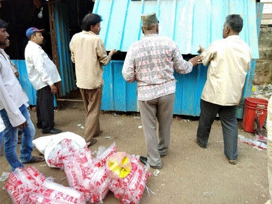 RMC confiscates tonnes of banned plastic items n Staff Reporter