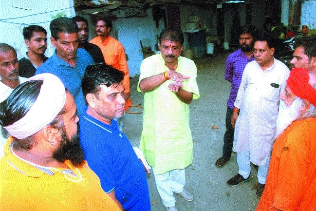 Mayor lends patient ear to public issues at Marghatia temple area
