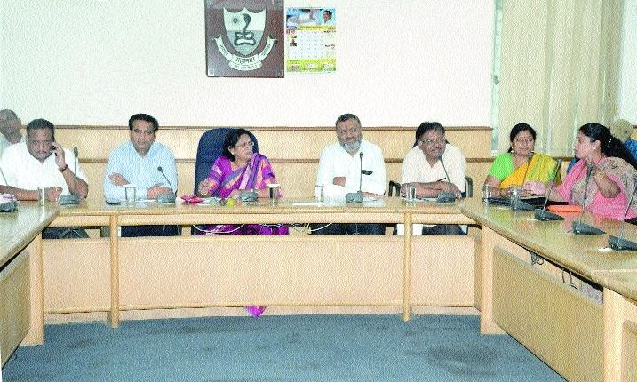 Mayor reviews NMC's monsoon preparedness
