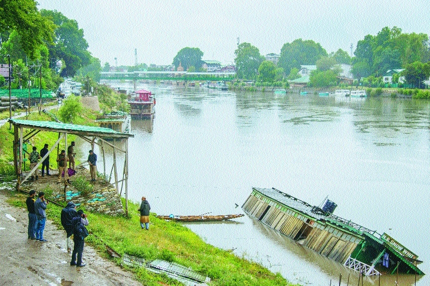 Flood alert in central Kashmir, 3 killed in Jammu region